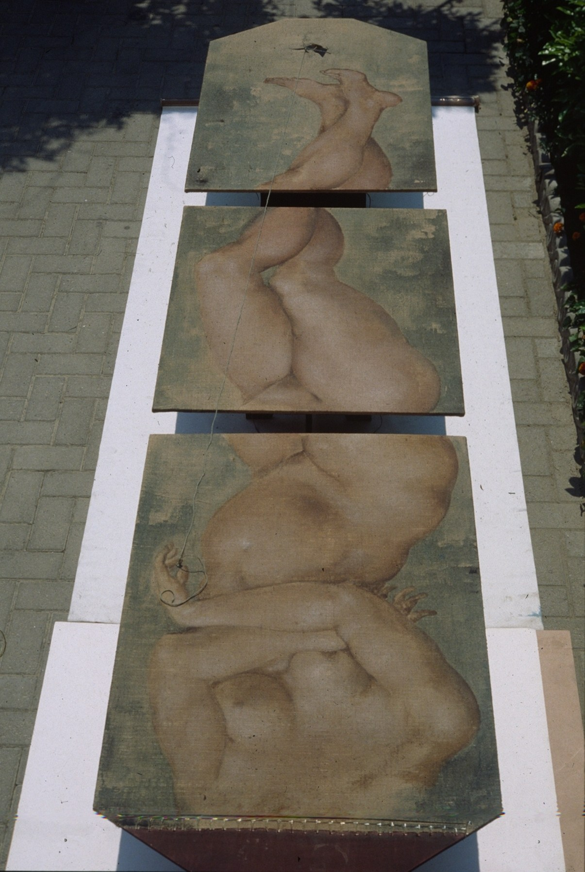 una-tovaglia-divisa-in-tre-96-tempera-muraria-su-juta-e-tavola-380x92x50h